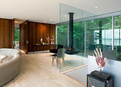 inilah contoh desain rumah kaca transparan modern :