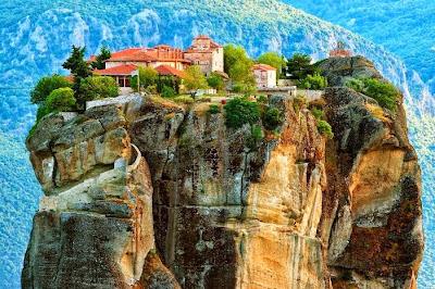 Biara di atas batu