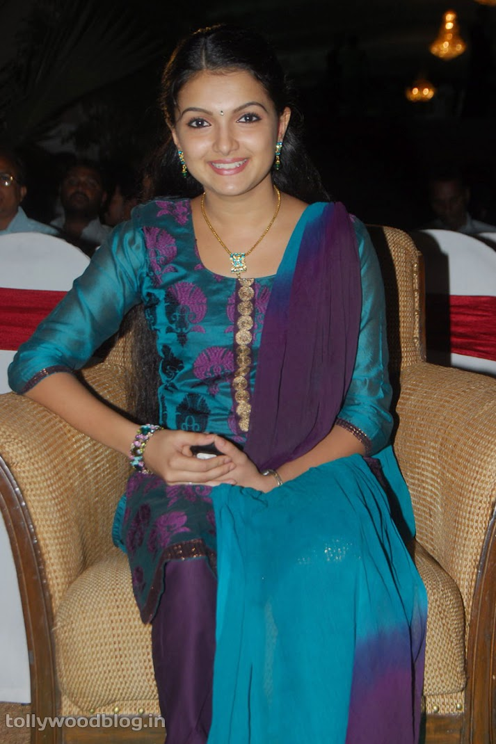 Saranya Mohan Latest Cute Pics