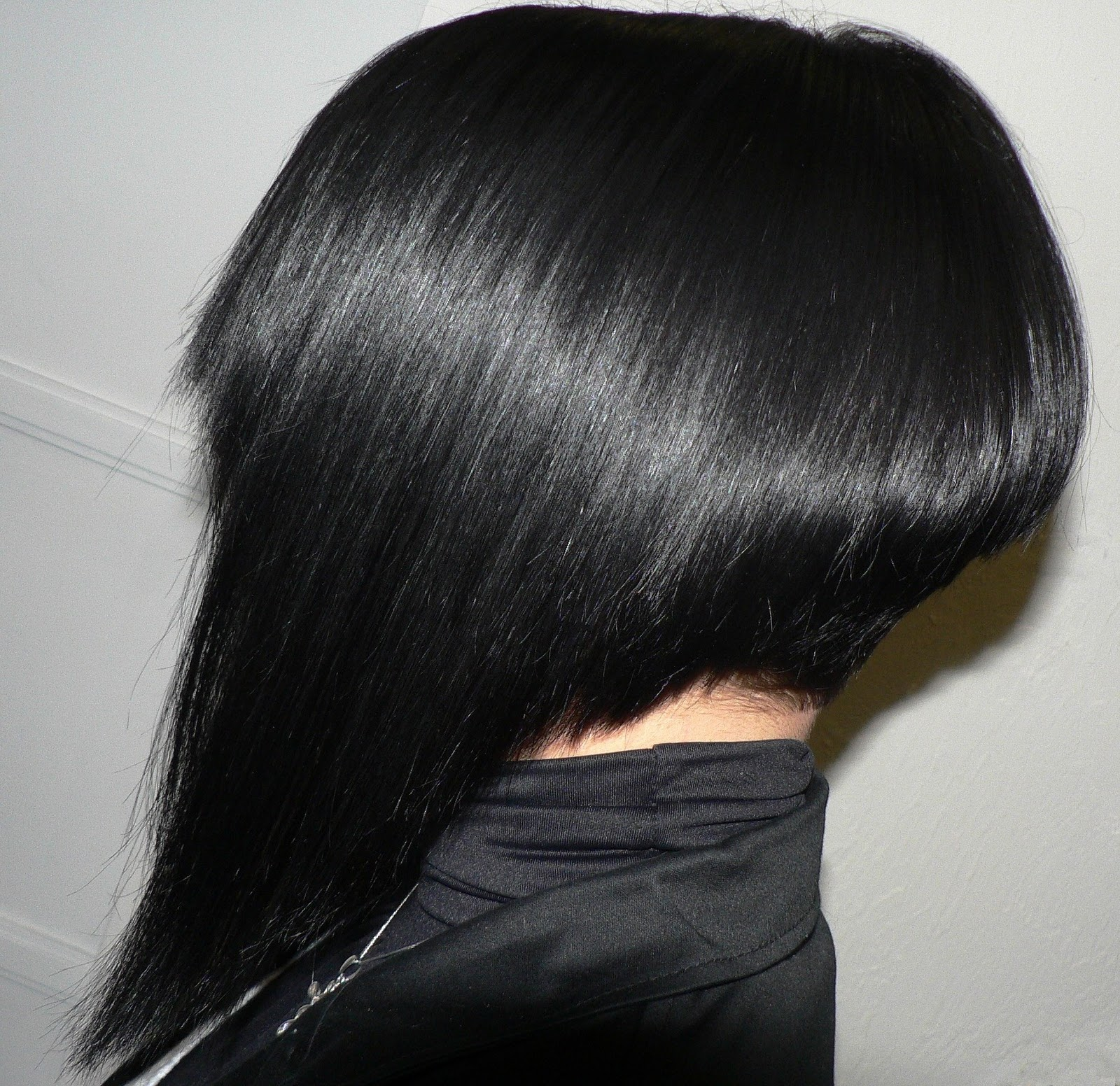 Pin coiffure au carre plongeant coupe degrade avec frange - Coiffure carre plongeant ...