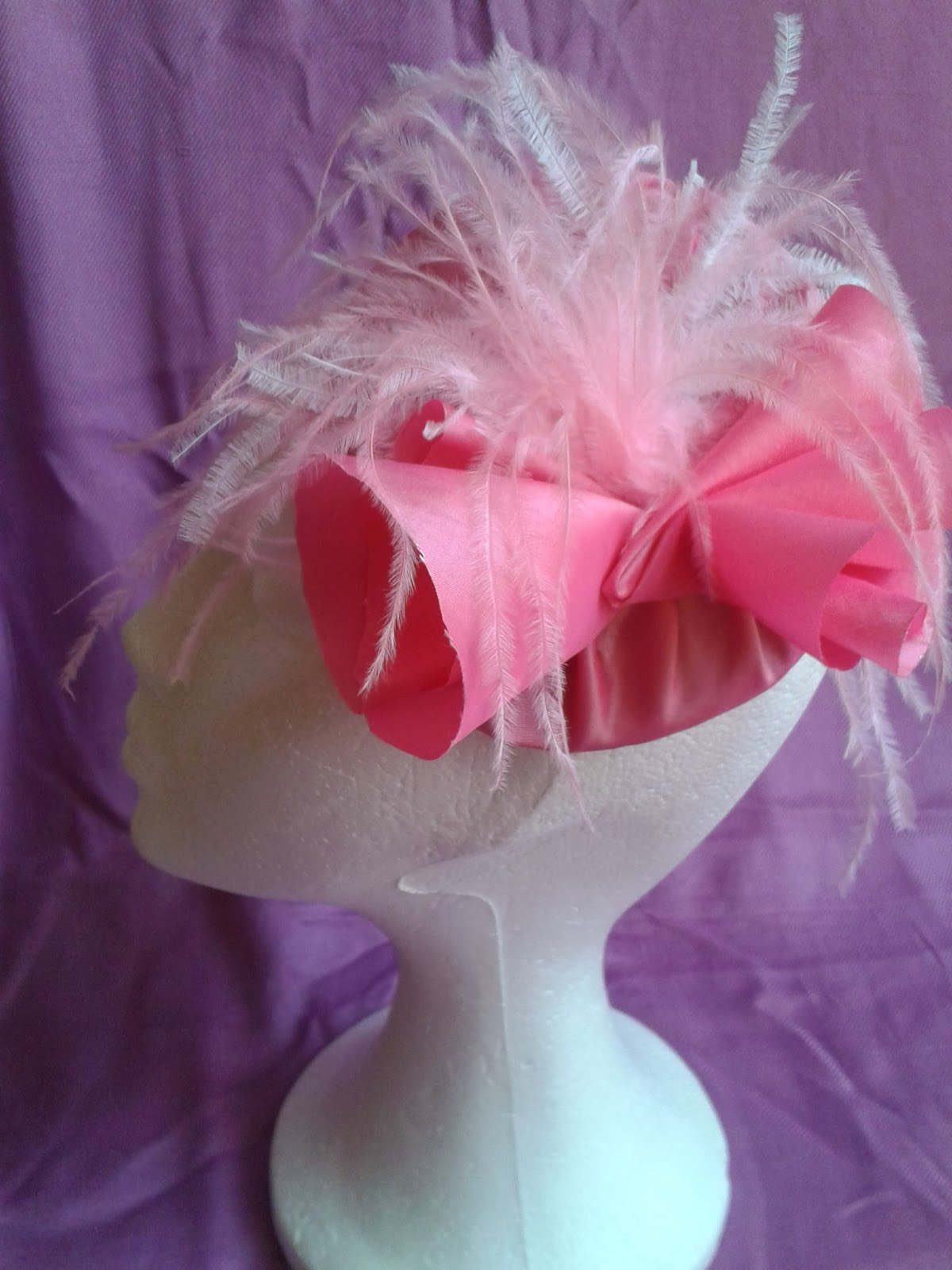 tocados baratos, tocados para bodas, tocados económicos, tocado rosa, tocado seda salvaje, tocado con plumas, plumas de avestruz
