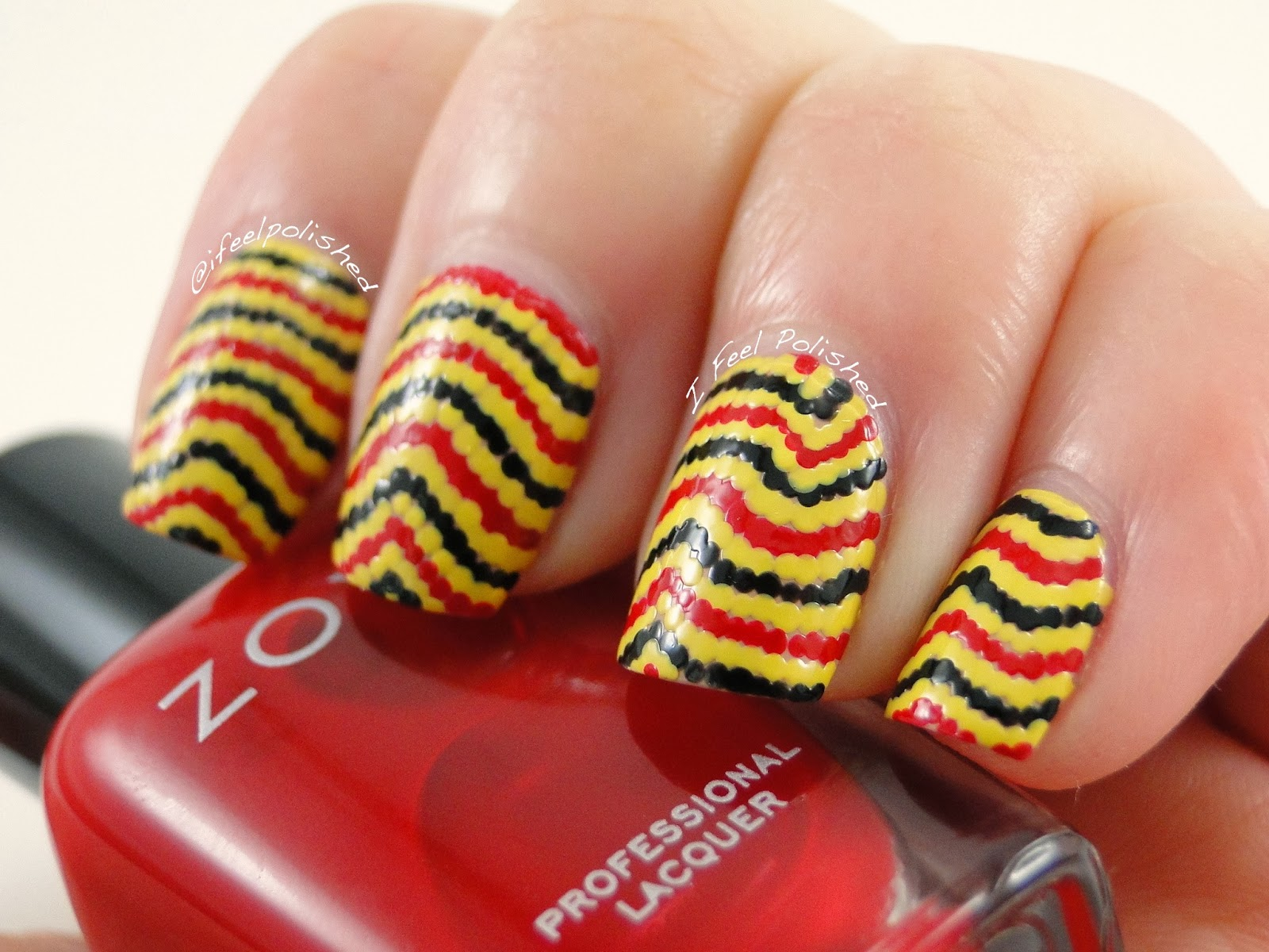 Serpentine Stripe Nails