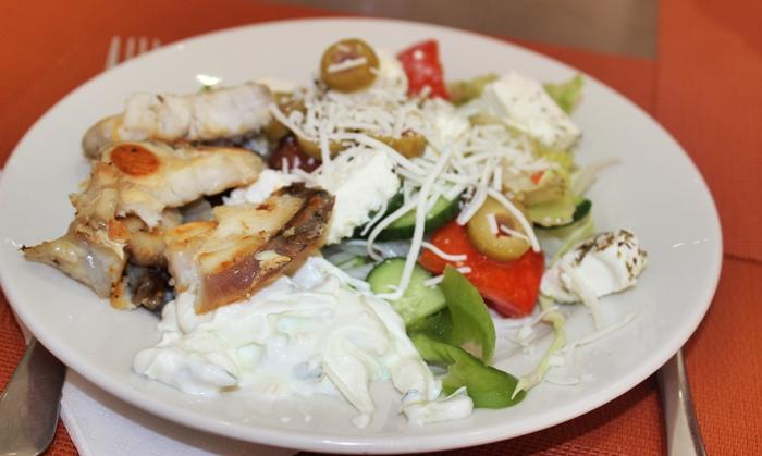 meddiet - fish, greek salad and tzatziki