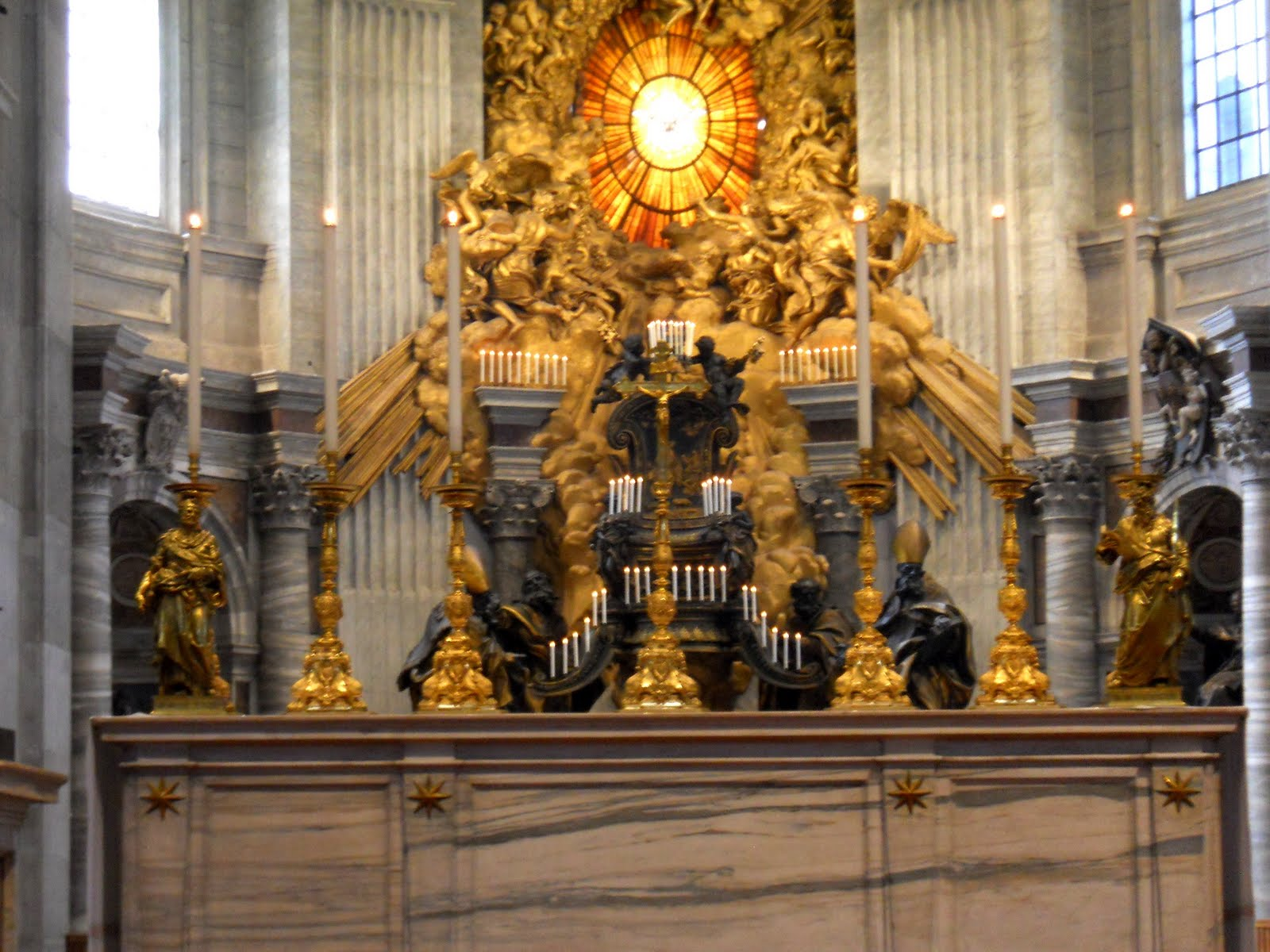 New liturgical movement decorations of the vatican for Decor st