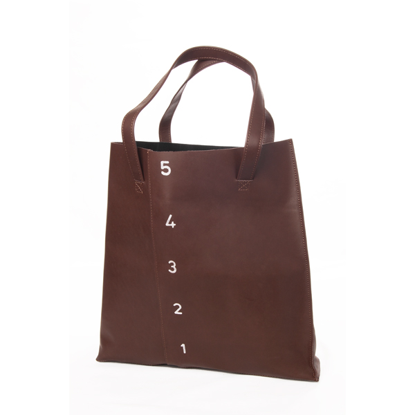"""BagWise: Mensch Made """"Measure"""" Tote Review. Visit www.forarealwoman.com  #fashion #blogger"""