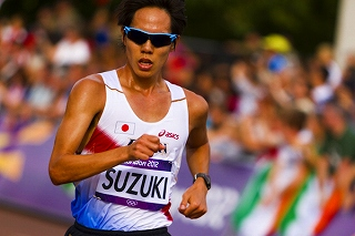 競歩男子20キロ鈴木、世界新