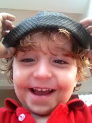 Nicolás Ignacio contento con la gorra del Tata