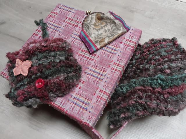 Conjunto de braguilla, bolso de lana y monedero de boquilla