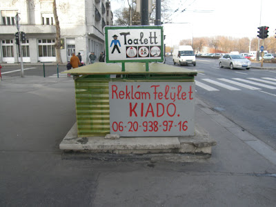 Budapest, népi, művészet, naiv, reklámgrafika, kézi rajz, toalett, köz WC, nyilvános WC, public toilet, Felvonulás tér, Hungary, Magyarország, street art, handmade, handpainted, funny, klozett
