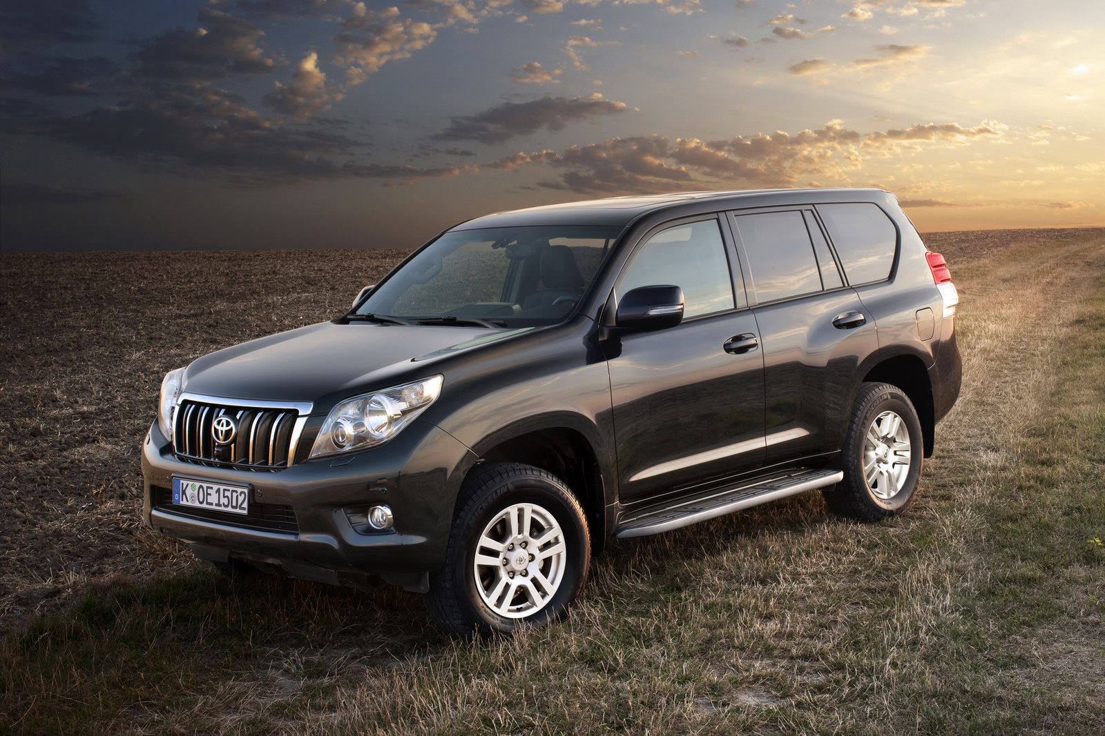 car-model-2012: Toyota Land Cruiser
