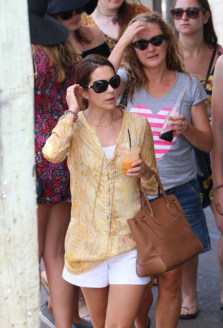 Princess Mary And Princess Isabella Out Shopping In Byron Bay