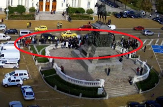 Двама протестиращи опитаха да нахлуят в сградата на Народното събрание