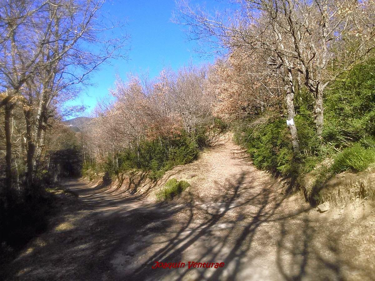 Comienzo del camino de subida hacia la ermita de Santa María de Trujillo