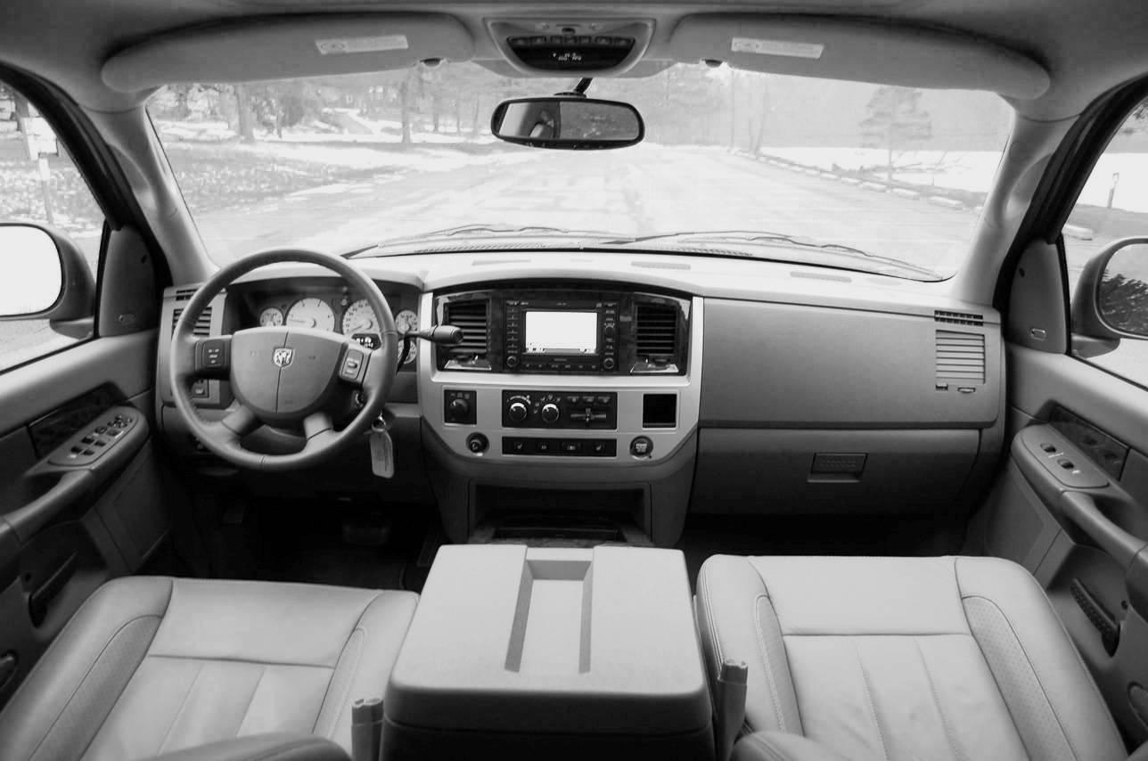 http://4.bp.blogspot.com/-yDJKL5fFOns/TtT99EDN_9I/AAAAAAAAA7k/2WeNBFM_Low/s1600/Dodge-Ram_3500_1996_2008_cars_news_reviews_wallpaper_fixcars1.jpg