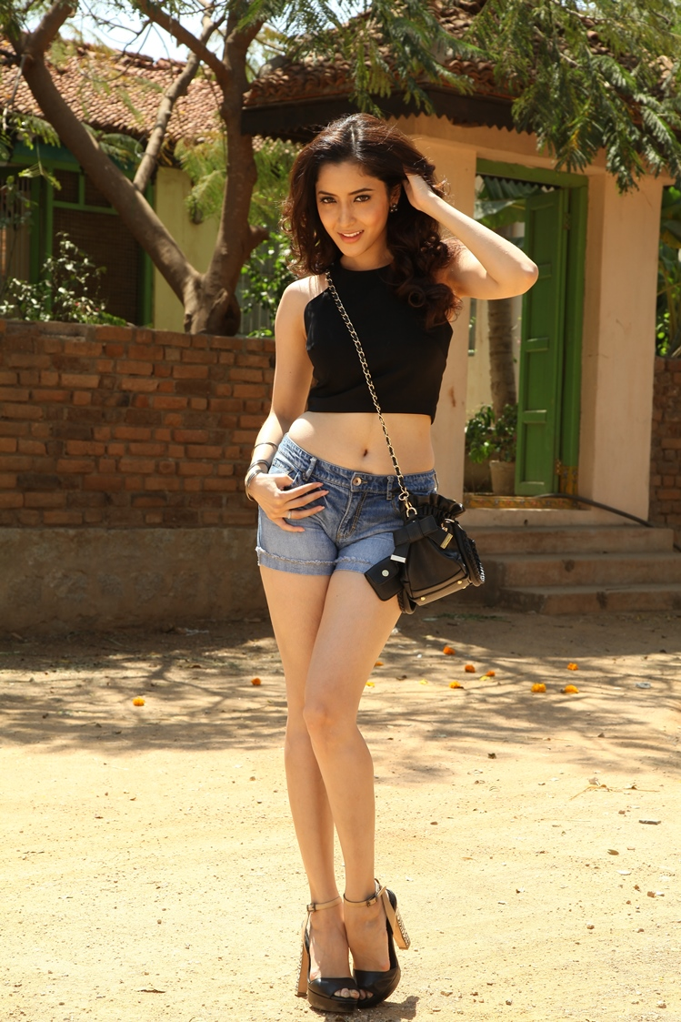 Blooming Pinky savika looking superb sexy in crop top & danim shorts hot pics