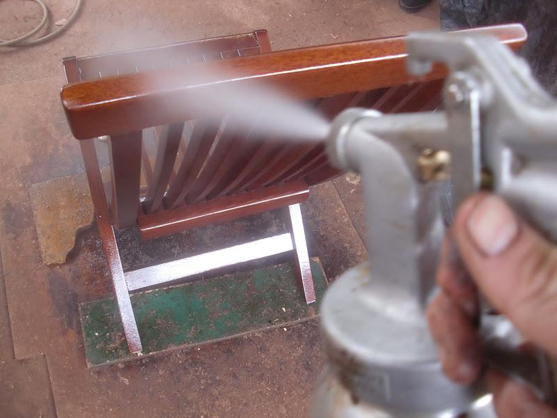 Decoraciones manualidades en madera como hacer silla para - Como barnizar una puerta de madera con pistola ...