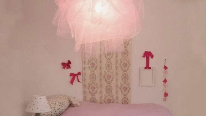 d co fait main cr er une lumi re suspension en forme de tutu. Black Bedroom Furniture Sets. Home Design Ideas