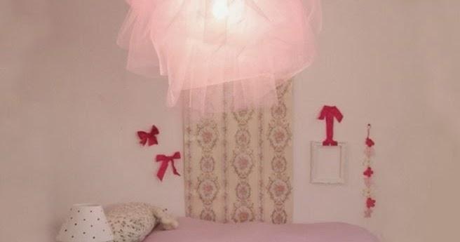 d co fait main cr er une lumi re suspension en forme de tutu. Black Bedroom Furniture Sets. Home Design Ideas