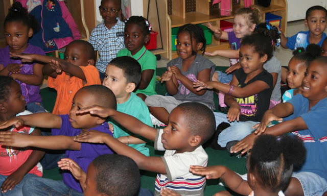 photo of: Crossing the Midline: Head Start Children during Debbie Clement Author Visit