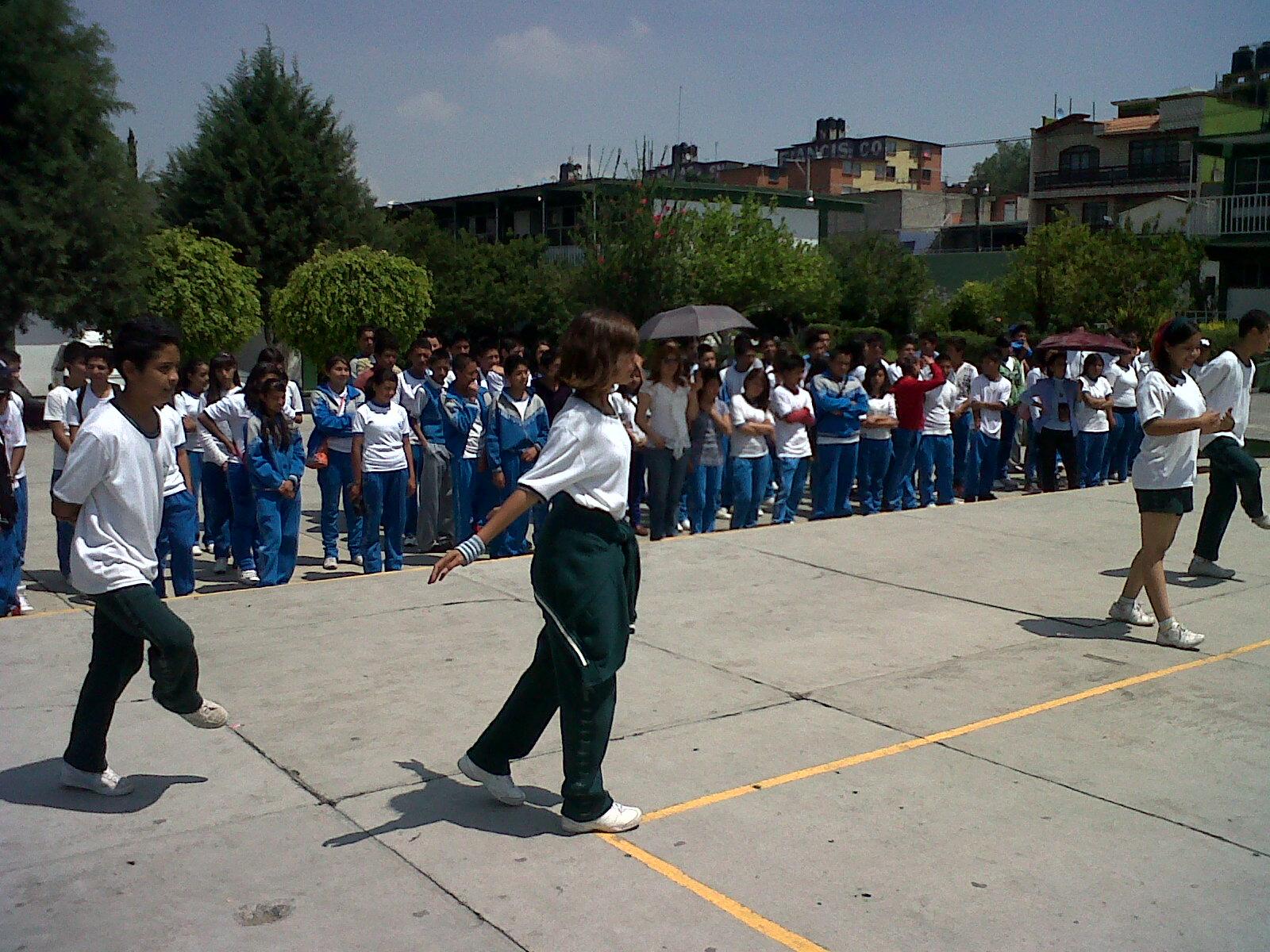 """de los alumnos del bailable que el profesor Juan Angel preparó """"Pelea"""