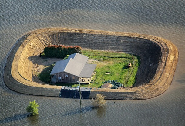 A House survives Yazoo River flood near Vicksburg