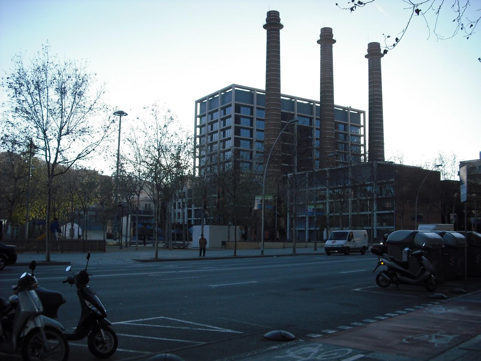 Un paseo por barcelona f bricas en barcelona for Fabrica de chimeneas