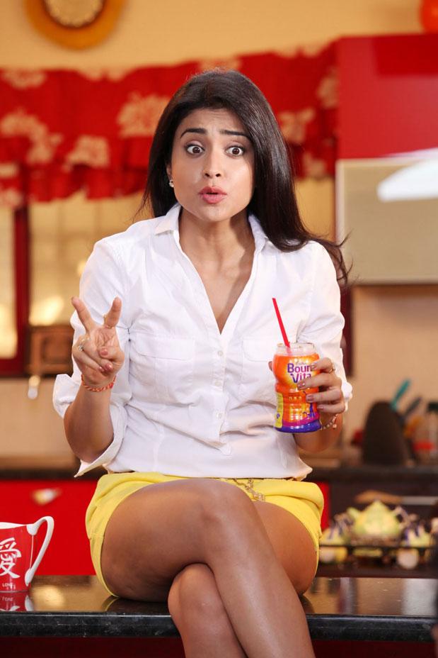 shriya in mini skirt