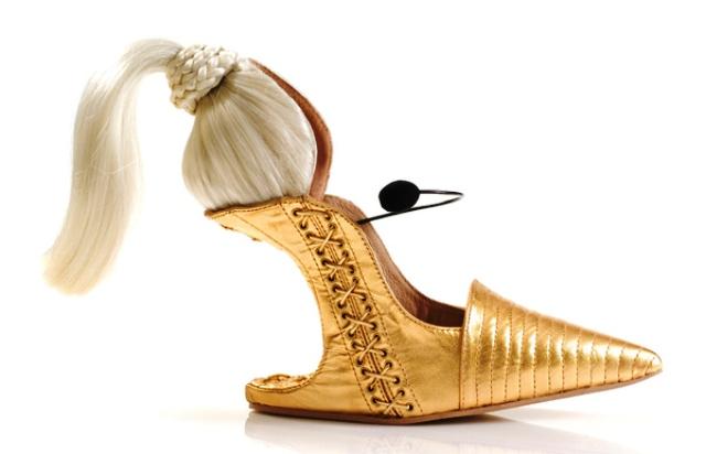 Sepatu Paling Unik dan Aneh - Sepatu Blonde Ambition
