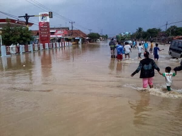 Kiat Agar Tetap Sehat Ketika Banjir