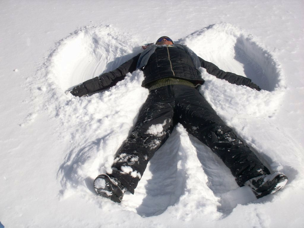 ... snow in the shape of an angel Making snow angels is a common childhood
