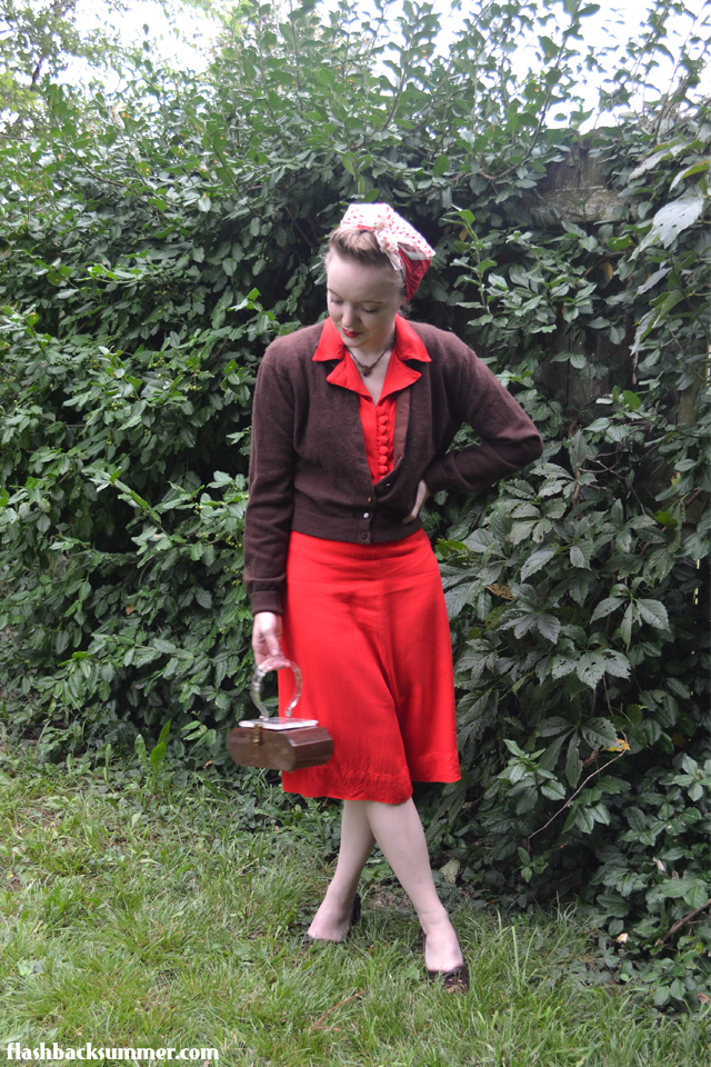 Flashback Summer: 1940s dress and 1950s Lucite purse
