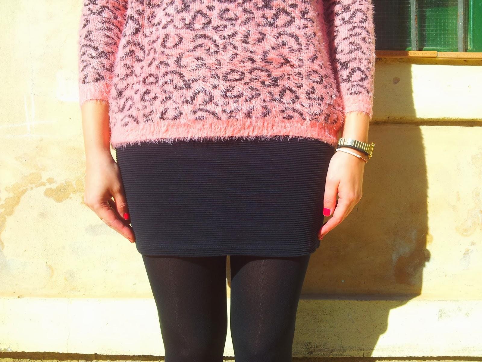 Jersey de animal print es un must esta temporada, este en concreto es de leopardo rosa de Sheinside y lo he combinado con una falda de tubo negra de Bershka.