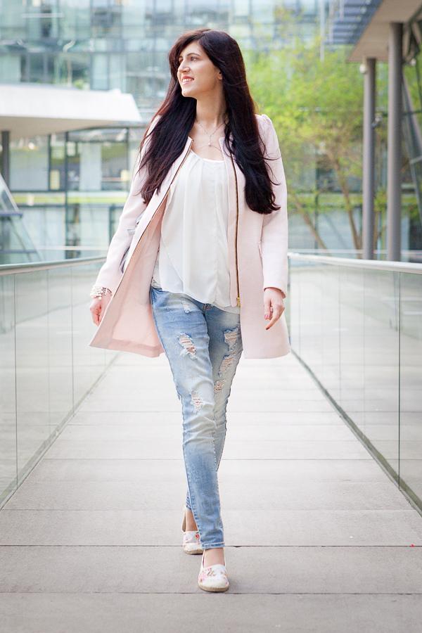 Bild Outfit Espadrilles Mantel Rosa Sommer Frühling Frühjahrslook Hannover Fashion Fashionblogger Used Jeans Style Streetstyle Lookbook Ootd Grau Blümchen lange Haare Hannover Fashionblogger