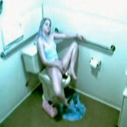 Flagrou a Irma No Banheiro - http://putinhasamadoras.com