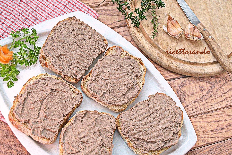 Crostini toscani ai fegatini di pollo ricetta antipasto tipico toscano