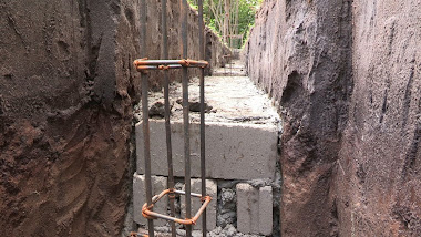 Foundation for enclosure wall