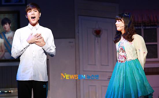 [MUSICAL] 08/04/2011 - KyuJong @ Goong Musical  - Page 4 KJ-Goong-media-09