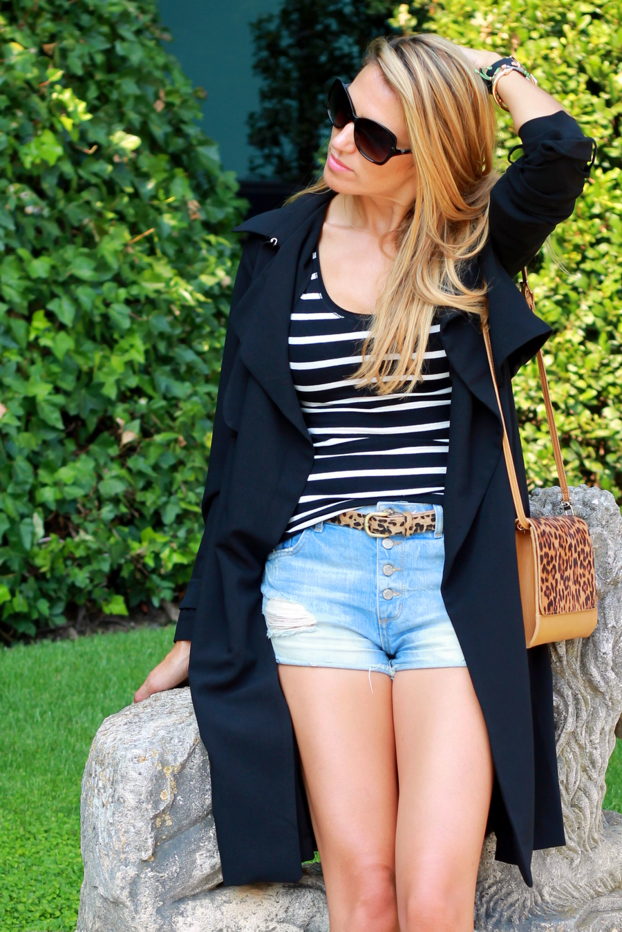 How to wear black trench woman