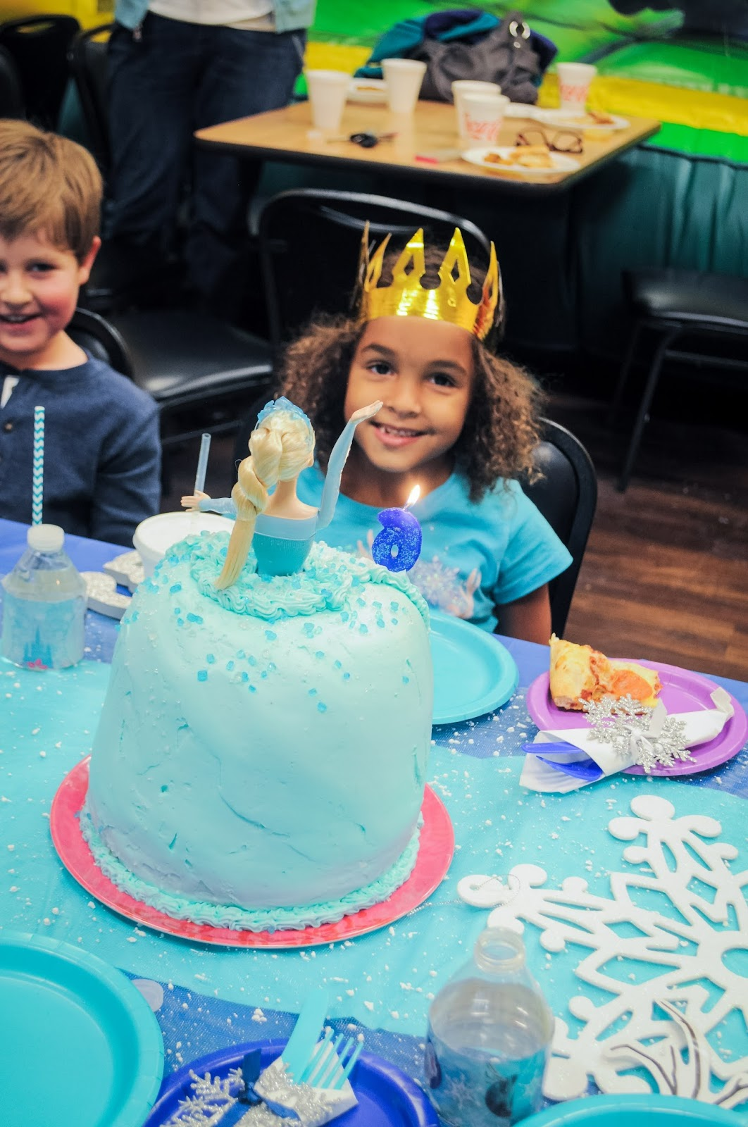 How to Make an Elsa Cake and a Peek at the Rest of the Party