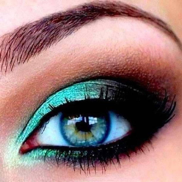 Robe turquoise yeux vert mariage au secours - Beau maquillage facile a faire ...