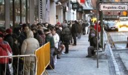 Colas en el Registro Civil de Madrid, en 2010. / CARLOS ROSILLO