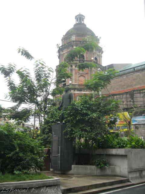 Roman Ongpin statue along Quintin Paredes Street.