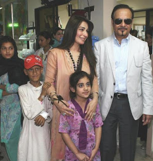 Reema with Her Husband while Visiting Shaukat Khanam Hospital in Pakistan Celebrities