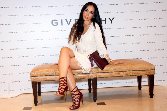 Vestido de Guipur y sandalias de tiras de Isabel Marant look Blogger presentacion Dahlia Divin de Givenchy