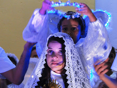 http://docristaoarmadura.blogspot.com.br/2015/05/coroacao-de-nossa-senhora-na-paroquia.html