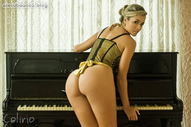 Fotos Super sexy Aryane Steinkopf a nova Panicat do programa Panico na TV