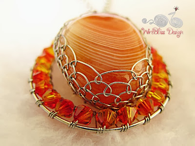 Wire Wrap Agate Pendant bottom view by WireBliss