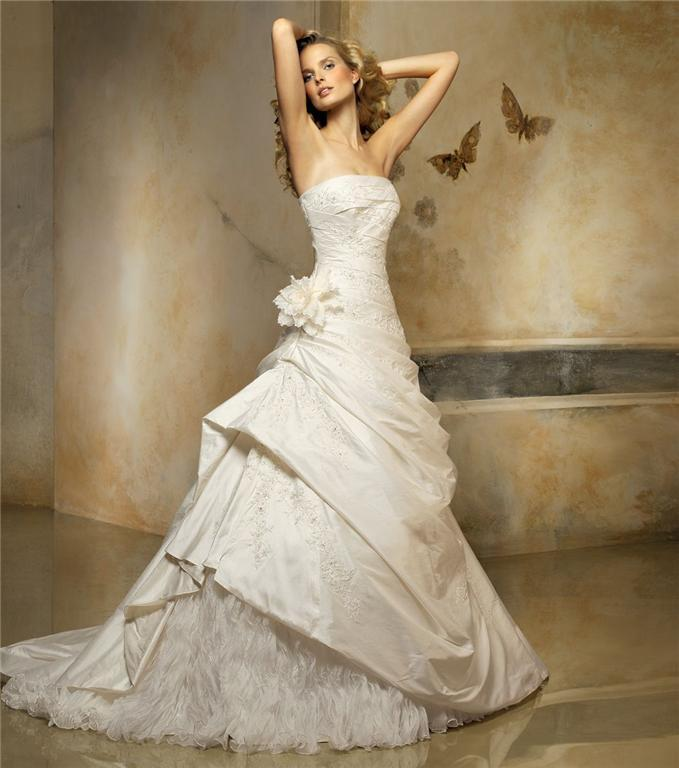 Gorgeous romantic wedding dresess for Custom wedding dress designers