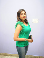 Madhu Shalini latest Glamorous Photos-cover-photo