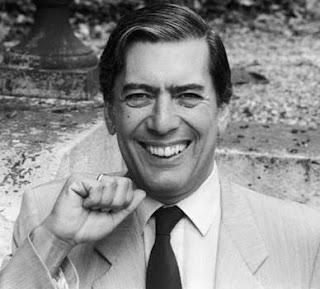 Mario Vargas Llosa más joven y con bella sonrisa